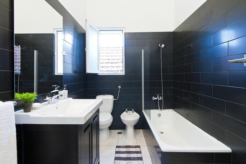 Bathroom 1 (With Bathtube)