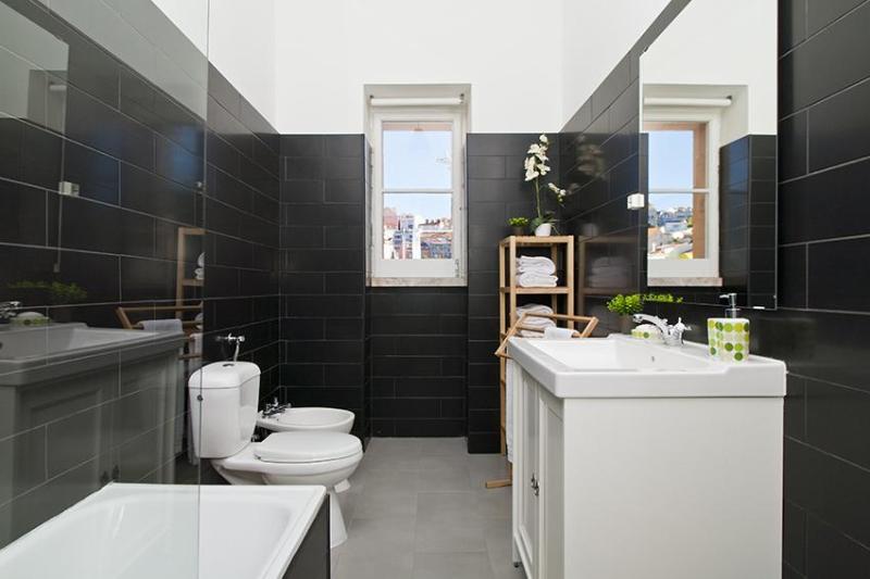 Bathroom 2 (With Bathtube)