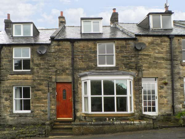 ST. HEDDAS COTTAGE, stone cottage, woodburning stove, three bedrooms, walks, vacation rental in Egton