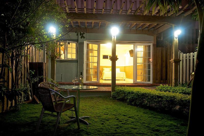 Jardín por la noche
