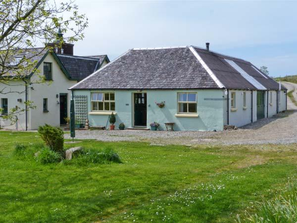 DARACH, single storey cottage, garden and hill views, ideal romantic retreat, holiday rental in Kilmelford