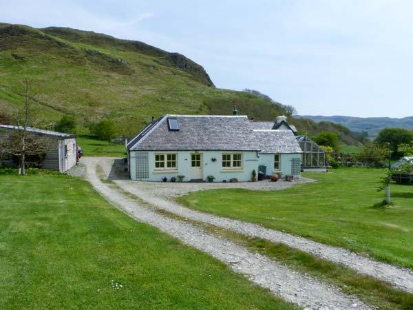 MULLACH, two bedroom property, open plan living area, hill views, in Ardfern, holiday rental in Balvicar