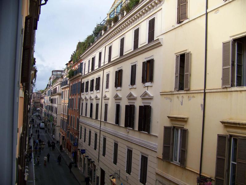 View via Frattina