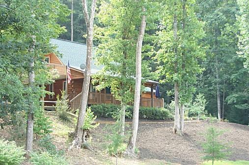 2000 sf ft melden home + 900 sq ft Decks, die versteckt in den Bäumen!