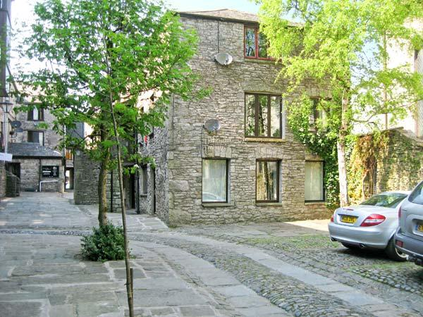 9 CAMDEN BUILDING family friendly, three bedrooms, off road parking in centre, holiday rental in Kendal