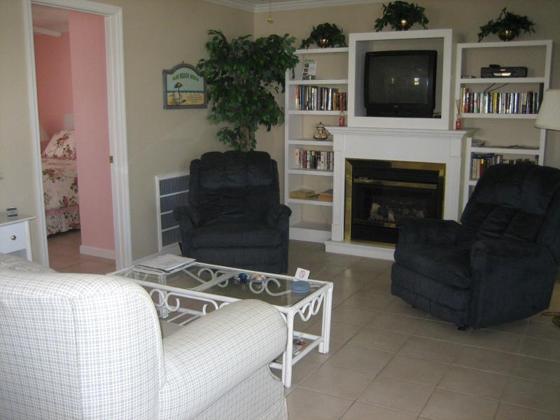 Sunrise Beach Cottage - Steps to Times Square!, holiday rental in Fort Myers Beach