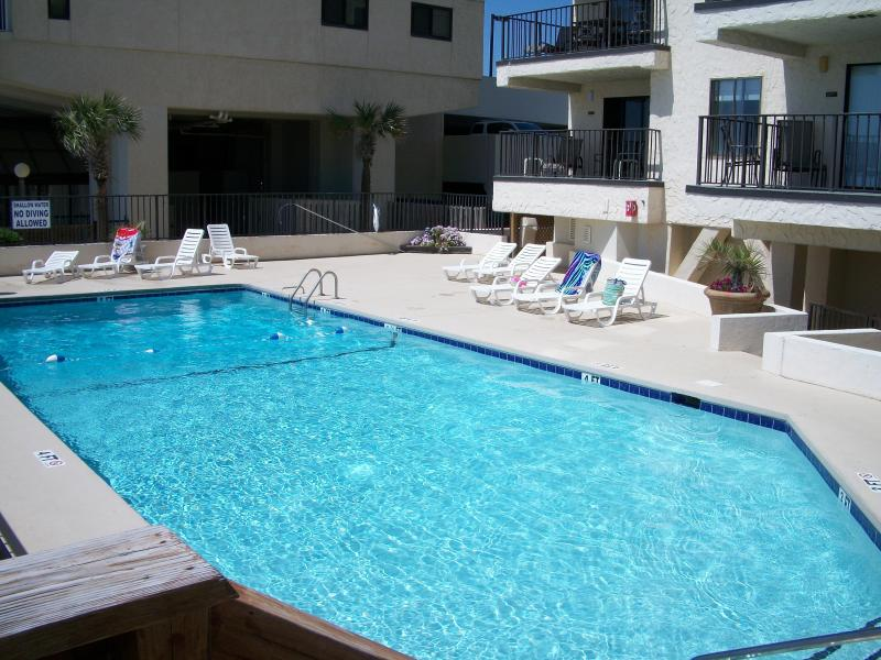 ocean front condo with the greatest ocean view, holiday rental in Longs