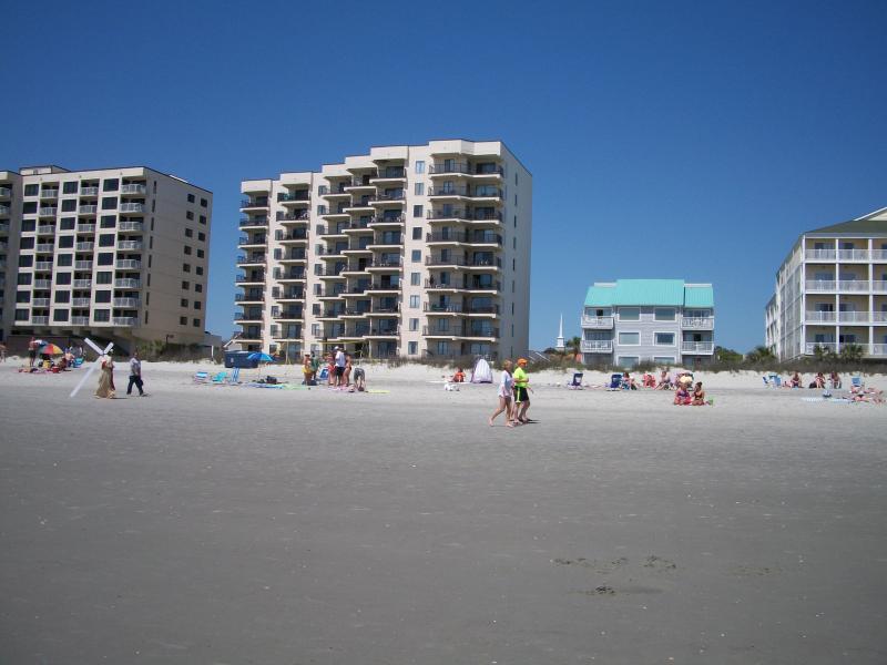si large plage... à notre bâtiment