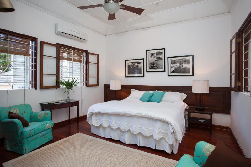 Downstairs Bedroom Main Villa