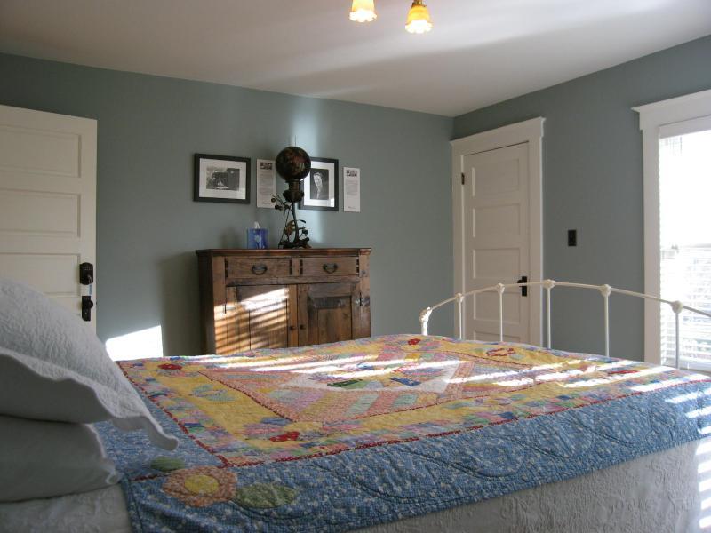 Bedroom with detached bath