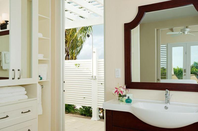 Cada habitación tiene un baño privado con su propio baño privado con ducha al aire libre