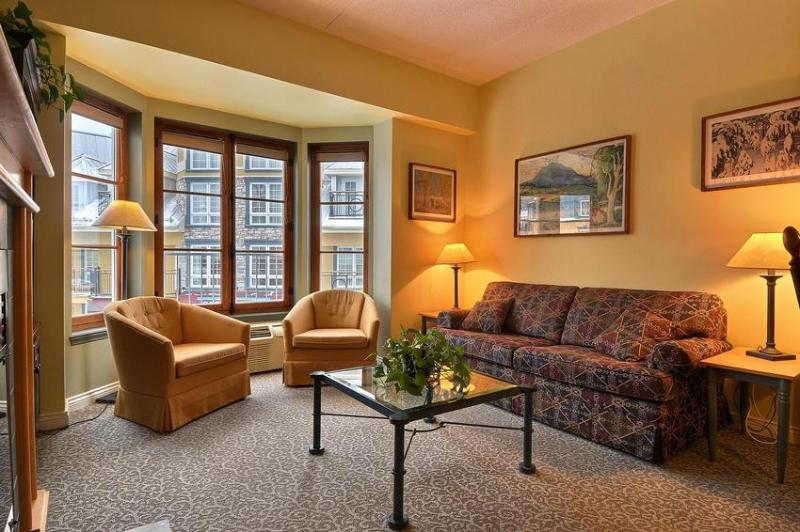 Luxury accomodation located in the heart of the plaza Place St-Bernard and directly at the bottom of the slopes.