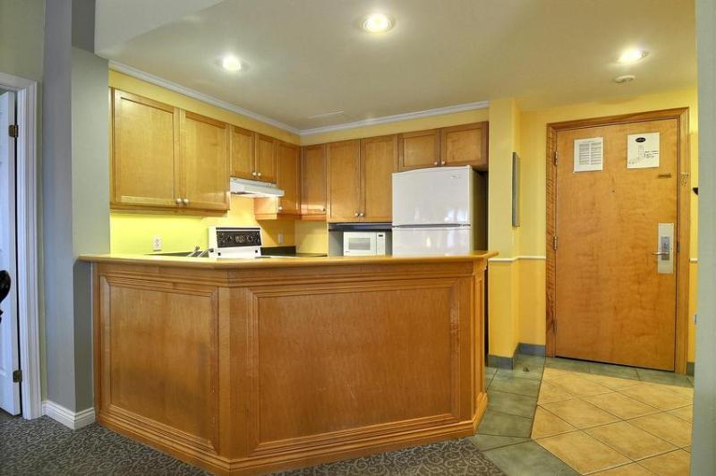 Full Kitchen - Cutlery & China, Dishwasher, Fridge, Microwave, Oven, Toaster