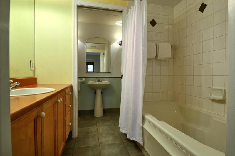Guest Bedroom with Bathtub/Shower Combination (Private Bathroom with Sliding Door)
