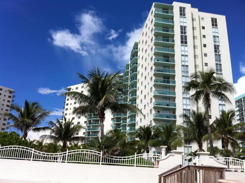 The Tides Condominio