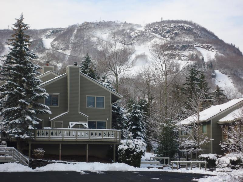 Hunter Mountain Hideaway Ski On-Ski Off 4br Condo, alquiler de vacaciones en Hunter