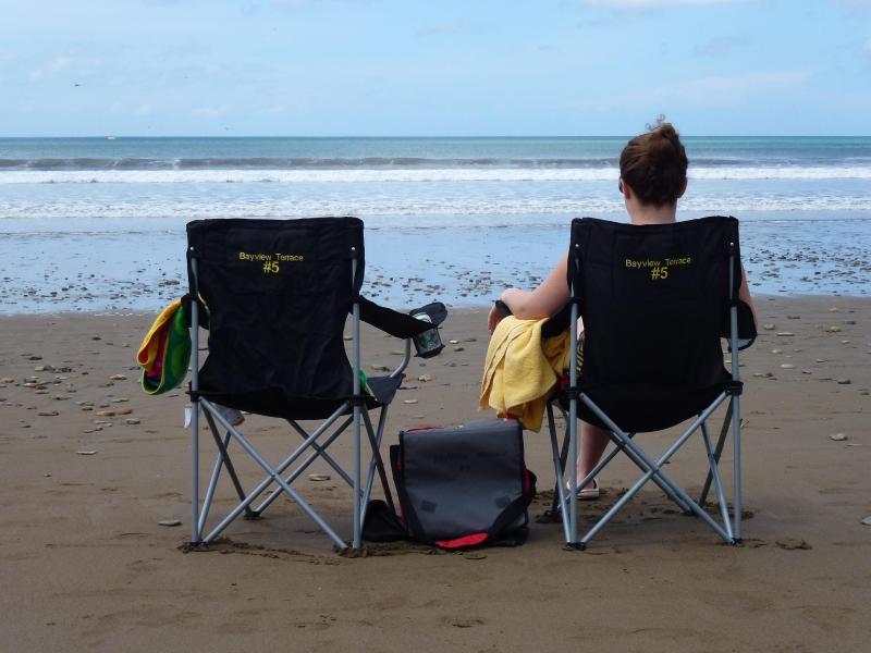 Sus sillas de playa y enfriador - proporciona a los huéspedes.