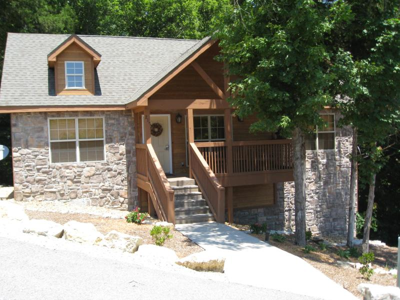 Beautiful, Cozy Cabin in Gated Golf Community, holiday rental in Branson