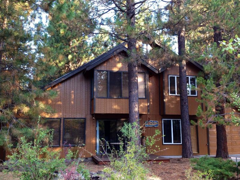 Cozy Cabin Among Towering Ponderosas., holiday rental in Central Oregon
