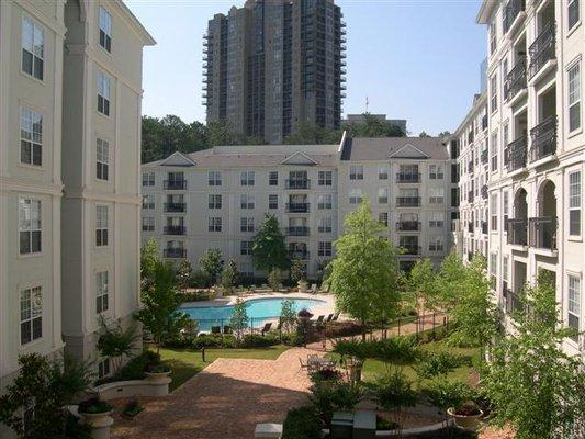 Prime Buckhead Location, walking distance to Phipps/Lenox, Marta, Publix and more!