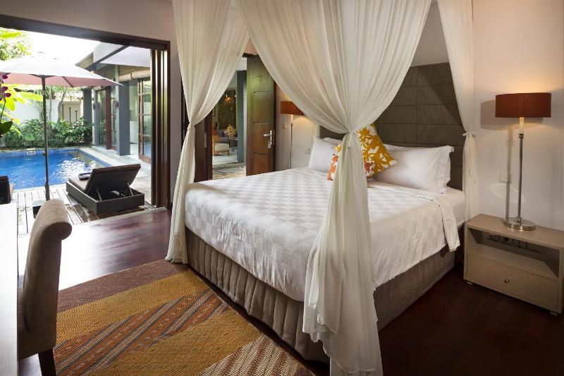 Haupt-Schlafzimmer mit Klimaanlage und eigenem Bad