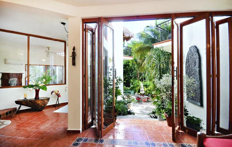 Hall de entrada-jardín patio
