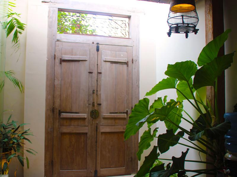 Antique Gate connects Shikumen Villa to Shikumen Suite