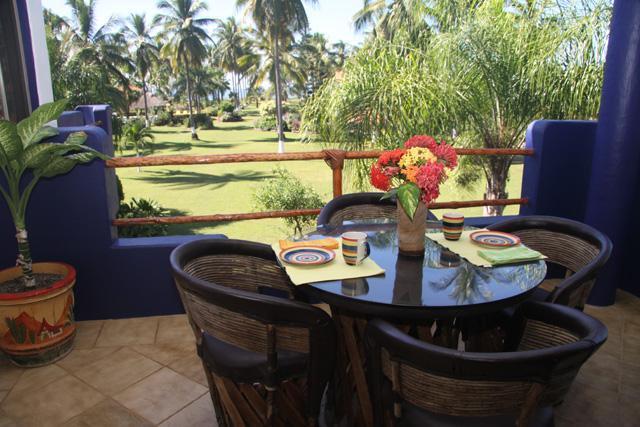 Appréciez votre repas sur la terrasse à l'extérieur de la cuisine.