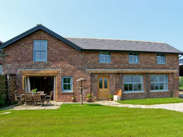BOUSDALE MILL COTTAGE, luxury cottage with woodburner, king-size beds and, Ferienwohnung in Great Ayton