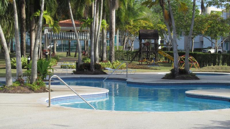 Free flow pool