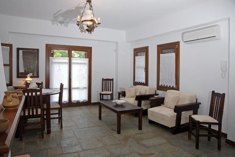 Mulberry Eigentumswohnung Ess- und Wohnzimmer