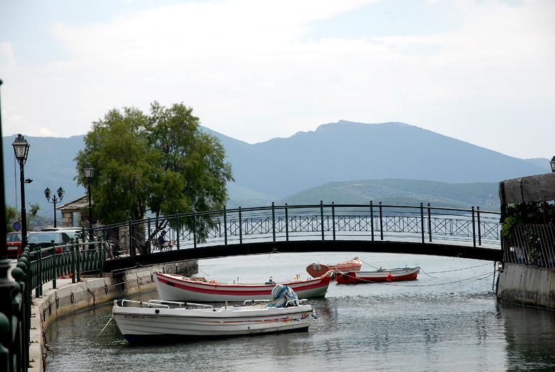 Horto: River Ende und Brücke