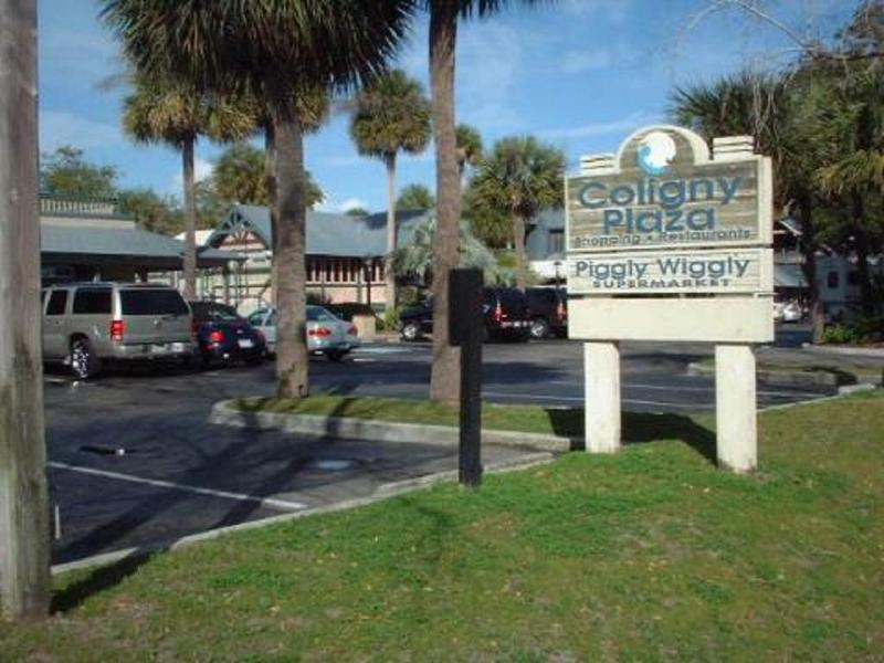Coligny Plaza close to our villa has lots of great restaurants and shopping!