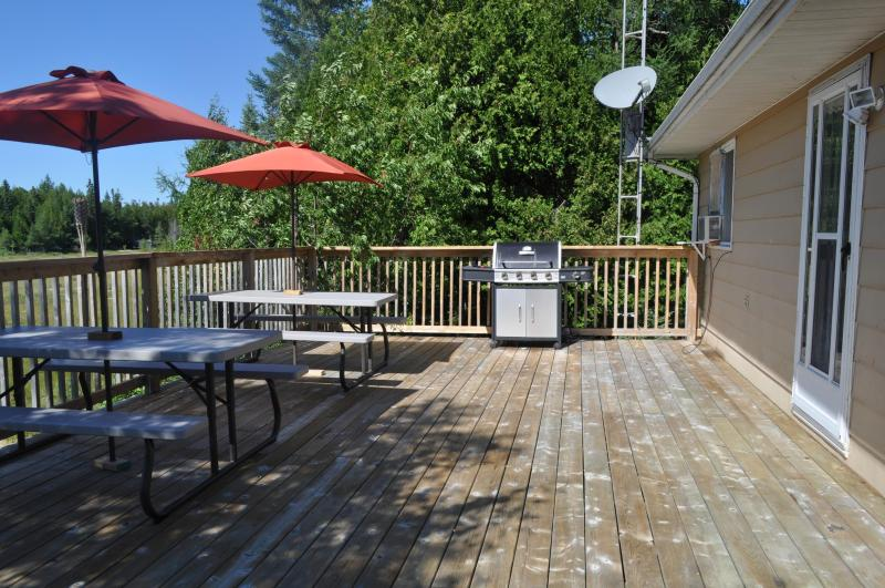 Gas BBQ - Outdoor Dining for 8+