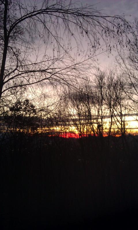 Superbe coucher de soleil ardent dans l'Ouest. Photo du pont supérieur.