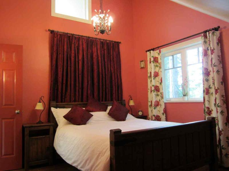 The Cosy Red Bedroom