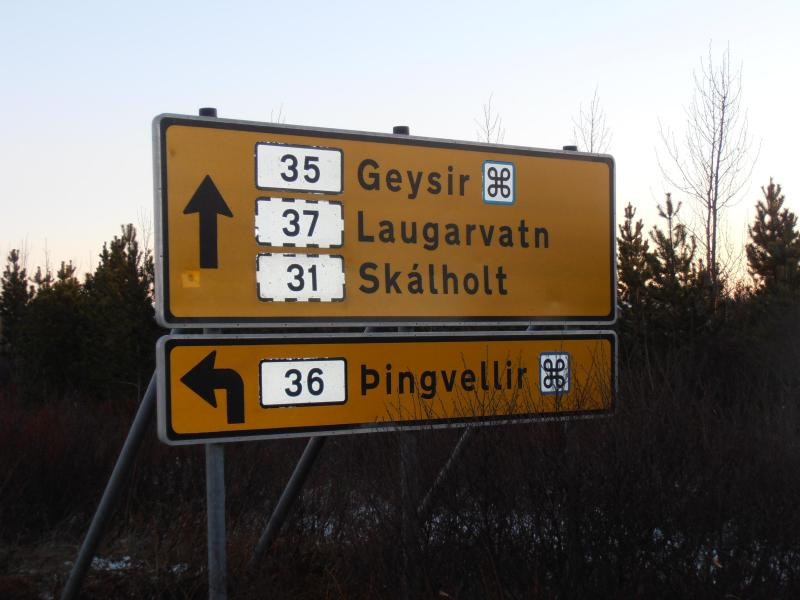 After crossing the bridge from Selfoss, from this turn it is 4 km to the cabin.