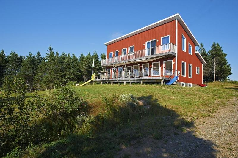Modern style ocean front home  Gulf of St Lawrence, holiday rental in Mabou