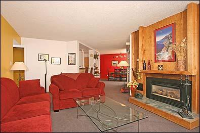 Cheerful 3BR Ski-in/Out Condo On the Blue River, vacation rental in Breckenridge