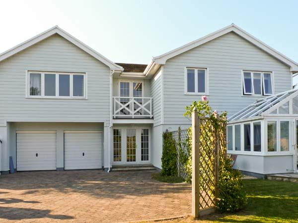 CHARTFIELD, beautiful property, sea views, Ref. 15493, holiday rental in Yarmouth