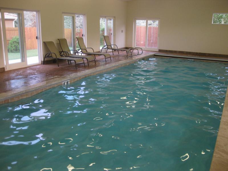 piscina cubierta, abierta todo el año, compartido con otros 30 condominios