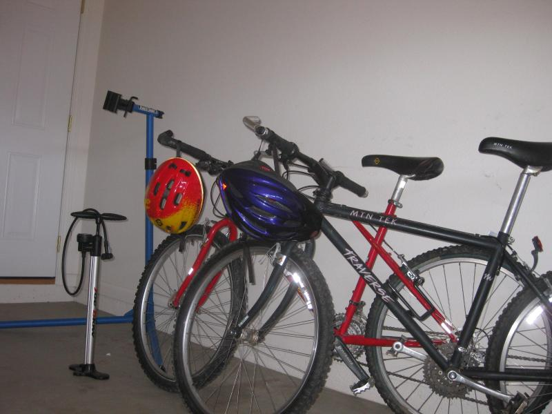 Townie bikes with pump and repair stand