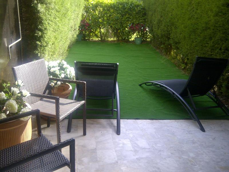 The private garden of the apartment