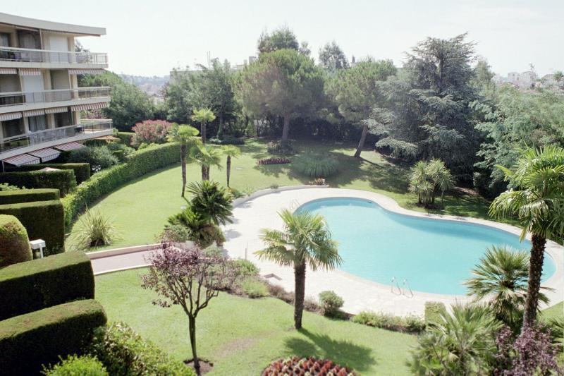 Fernsicht auf Schwimmbad & Gemeinschaftsgärten