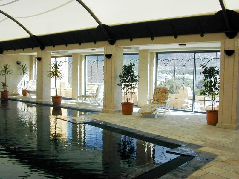 gran piscina para uso de los residentes