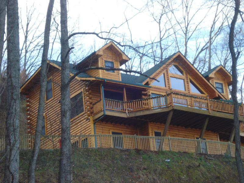 Jus Hi Enuff Exec Log Cabin in Maggie Valley NC, vakantiewoning in Maggie Valley