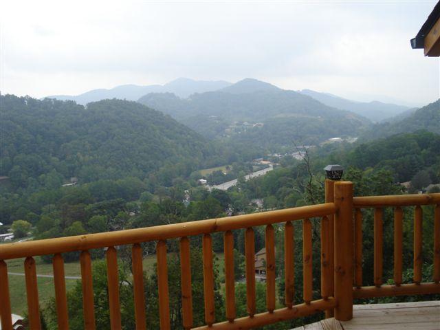 Vista sulle montagne dal ponte