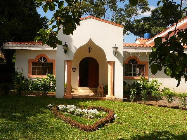 Modern Villa in Managua Centrally located house, vacation rental in Managua Department