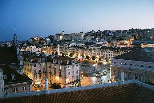 Central Apartment with Stunning View of Lisbon