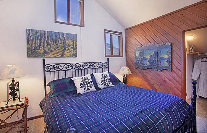 O quarto superior tem uma cama King-Size